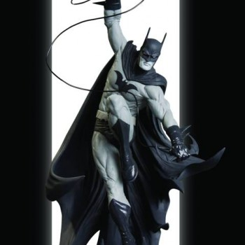 761941296821_Batman_Black_and_White_Statue_by_Tony_Daniel